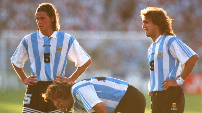 28 JUN 1994:  FERNANDO REDONDO, LEONARDO RODRIGUEZ AND GABRIEL BATISTUTA OF ARGENTINA, REST DURING THE 1994 WORLD CUP MATCH ARGENTINA V BULGARIA AT FOXBORO STADIUM IN MASSACHUSETTS. Mandatory Credit: Chris Cole/ALLSPORT