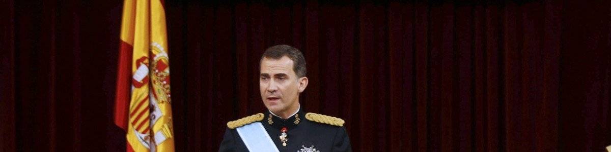 Spain's King Felipe VI speaks as Spain's Queen Letizia, Spanish Crown Princess of Asturias Leonor and Spanish Princess Sofia look on at the Congress of Deputies, Spain's lower House in Madrid on June 19, 2014 during a swearing in ceremony of Spain's new King before both houses of parliament. Spain's King Felipe VI begins a new reign today already facing a threat to the unity of his kingdom as the northeastern region of Catalonia fights to hold an independence referendum on November 9. AFP PHOTO / POOL/ PACO CAMPOS