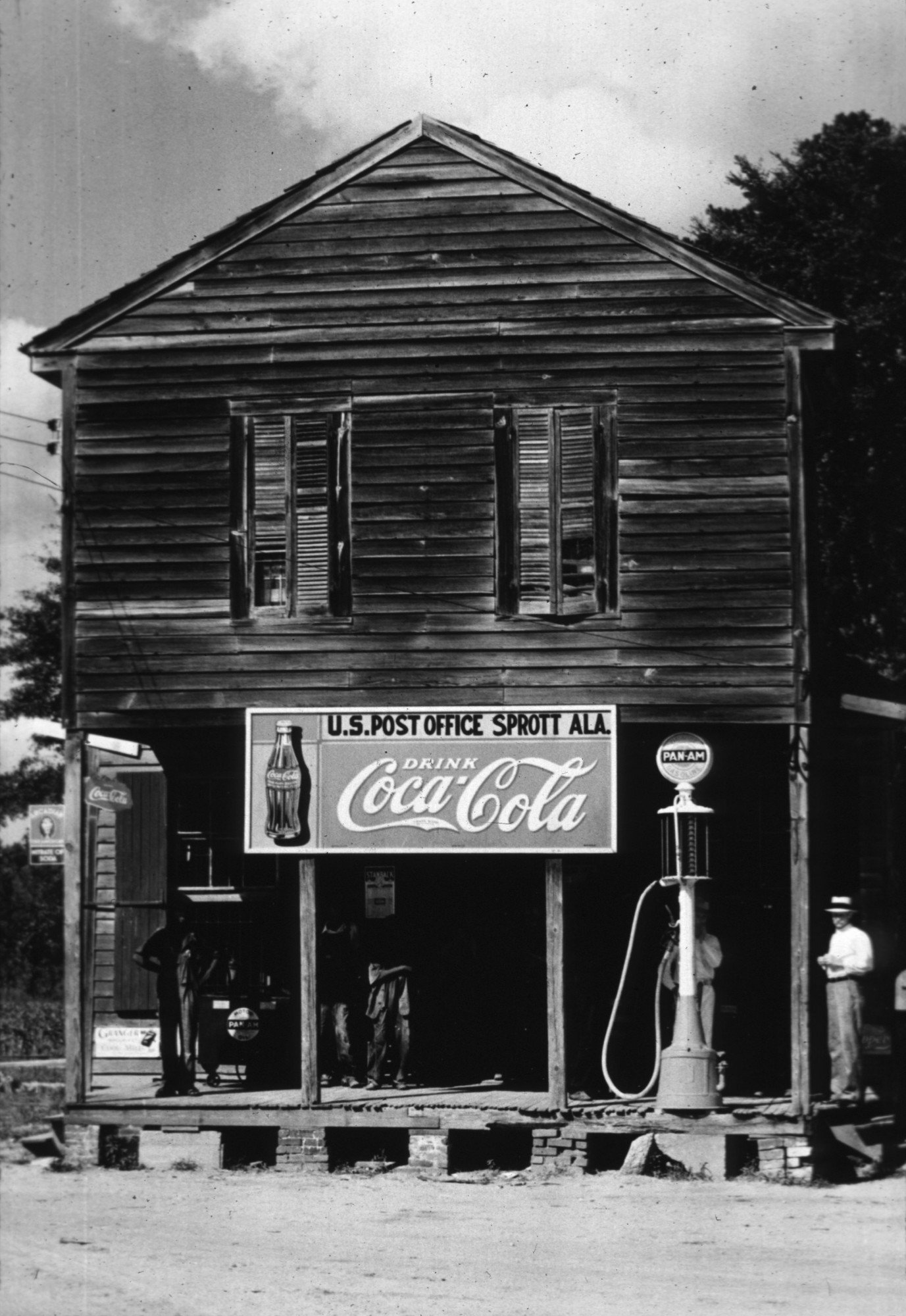 A store in Sprott, Alabama.   (Photo by Walker Evans/Getty Images)