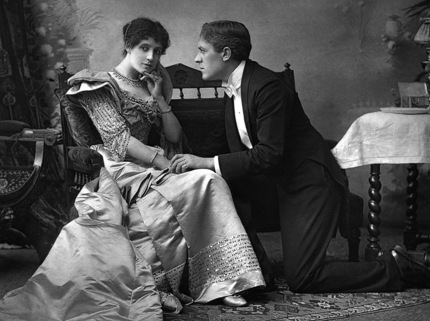 August 1893:  Mrs Patrick Campbell  (1865 - 1940) with Sir George Alexander (1858 - 1918) in 'The Second Mrs Tanqueray'. Original Publication: The Theatre - pub. 1893  (Photo by Hulton Archive/Getty Images)