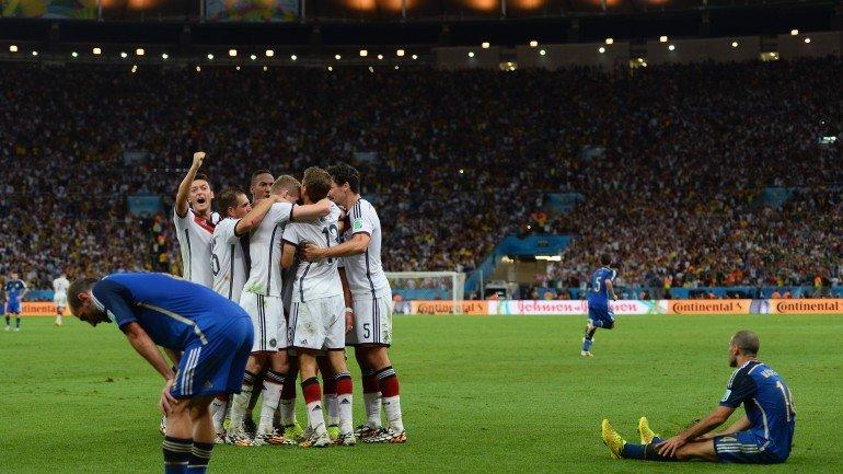 O golo da vitória germânica surgiu aos 113 minutos e veio do direito de  Mario Götze 041c089c6567e