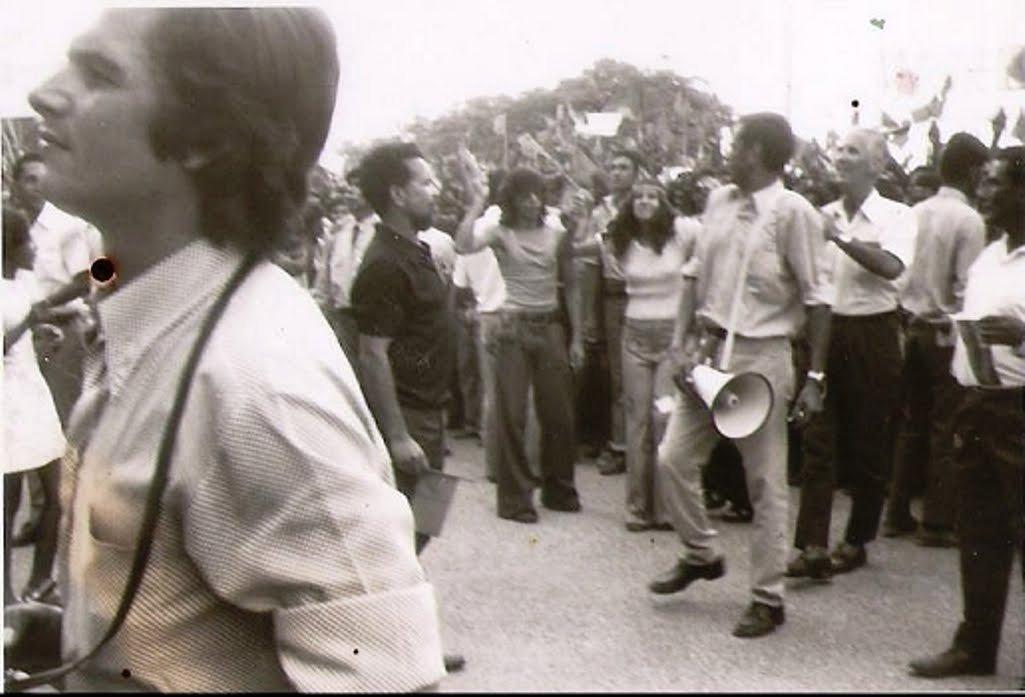 Manifestação a Almeida Santos quando ele visita Díli, em 1974