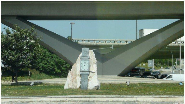 Saída da A1 para a Rotunda do Relógio cortada devido a um ... - Observador