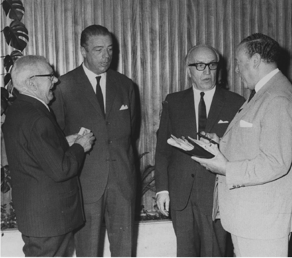Eduardo Coelho com o cirurgião Vasconcelos Marques (os dois ao centro)