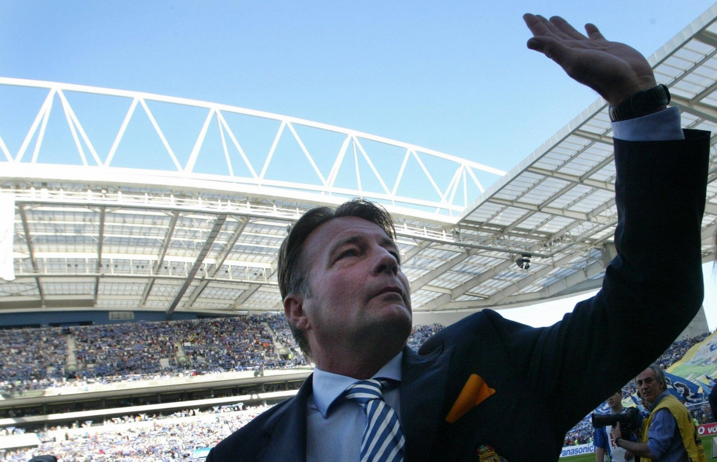 Porto, PORTUGAL:  FC Porto's coach Dutch Co Adriaanse salutes to supporters before their Portuguese super league football match against Vitoria SC at Dragao Stadium in Porto, northern Portugal, 30 April 2006. FC Porto won the match 3-1 and is the winner of the Portuguese premier league 2005-06 championship. AFP PHOTO / Miguel RIOPA  (Photo credit should read MIGUEL RIOPA/AFP/Getty Images)