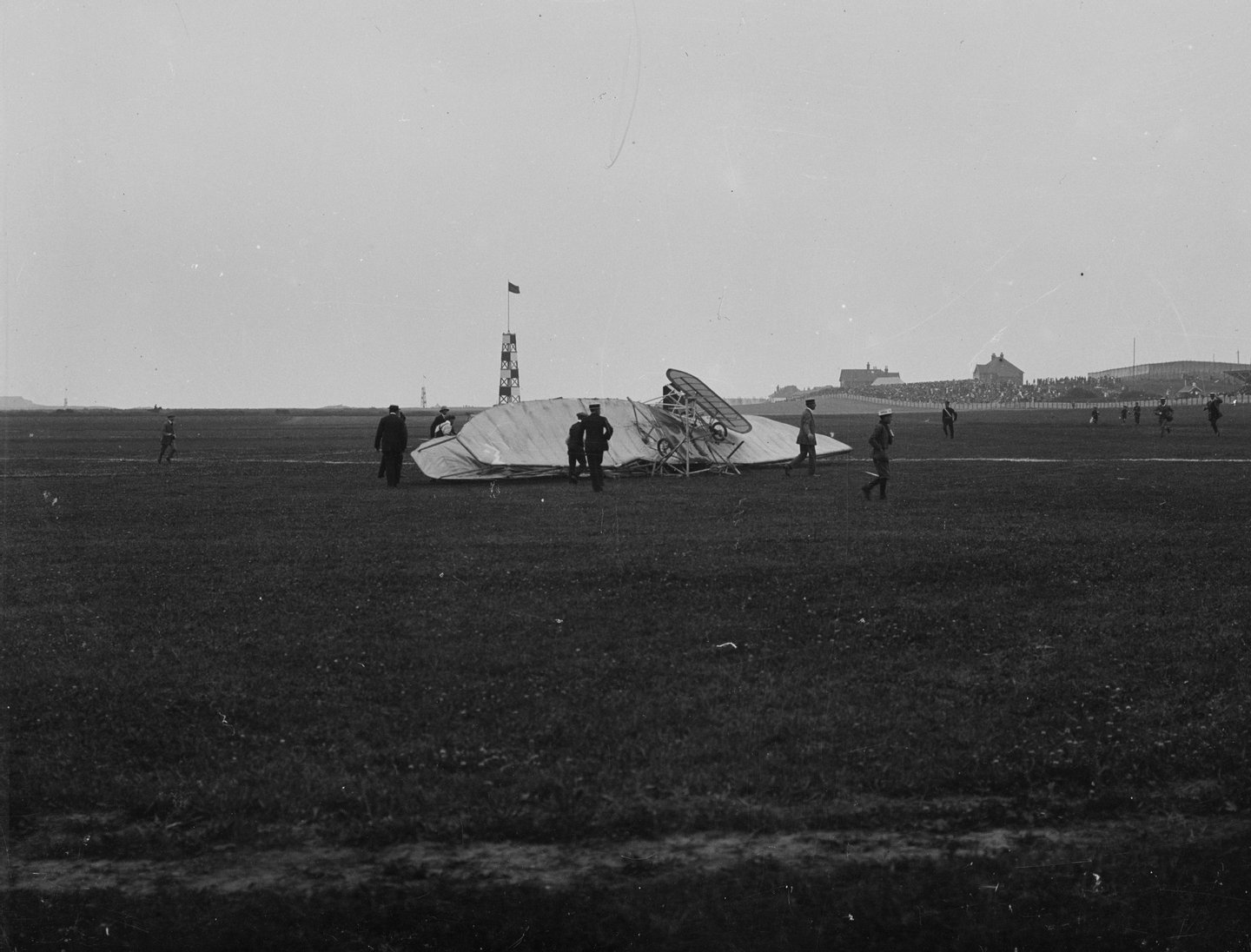 The debris of air pioneer Charles Stewart Rolls' (of 'Rolls Royce') (1877 - 1910)  Wright biplane, which broke up in the air and crashed during Bournemouth Aviation Week, making him the first British pilot to lose his life flying an aeroplane.   (Photo by Hulton Archive/Getty Images)