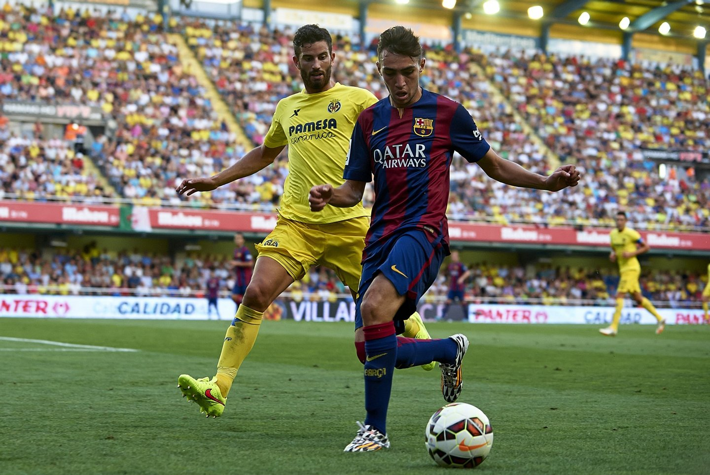 VILLARREAL, SPAIN - AUGUST 31:  Munir (R) of Barcelona is closed down by Mateo Pablo Musacchio of Villarreal during the La Liga match between Villarreal CF and FC Barcelona at El Madrigal stadium on August 31, 2014 in Villarreal, Spain.  (Photo by Manuel Queimadelos Alonso/Getty Images)