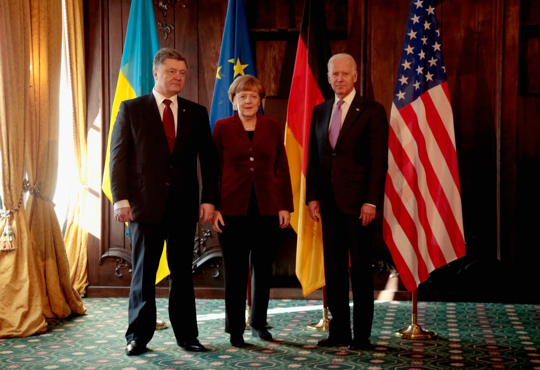 Poroshenko, Merkel e Joe Biden na conferência de segurança, em Munique