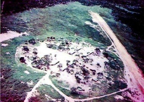 Vista aérea da base portuguesa de Omar, junto à fronteira com a Tanzânia