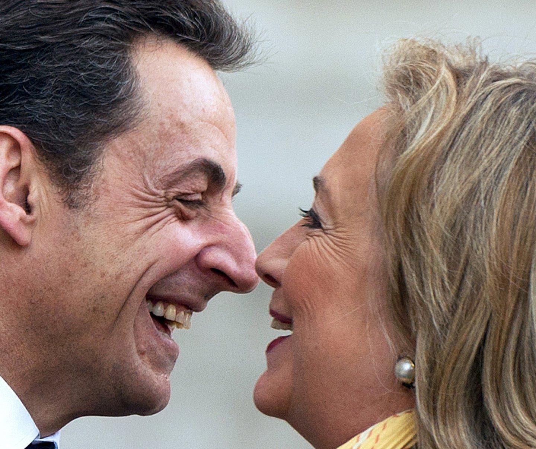 Estar sentada ao lado fr Sarkozy numa reunião era sempre uma aventura