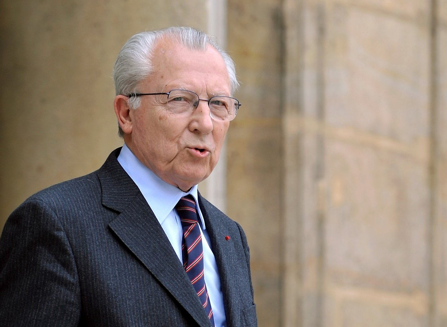 Former European Commission president Jacques Delors leaves Elysee Palace in Paris on May 19, 2008 following a meeting with French President Nicolas Sarkozy about the French EU presidency which begins on July 1, 2008. AFP PHOTO ERIC FEFERBERG        (Photo credit should read ERIC FEFERBERG/AFP/Getty Images)