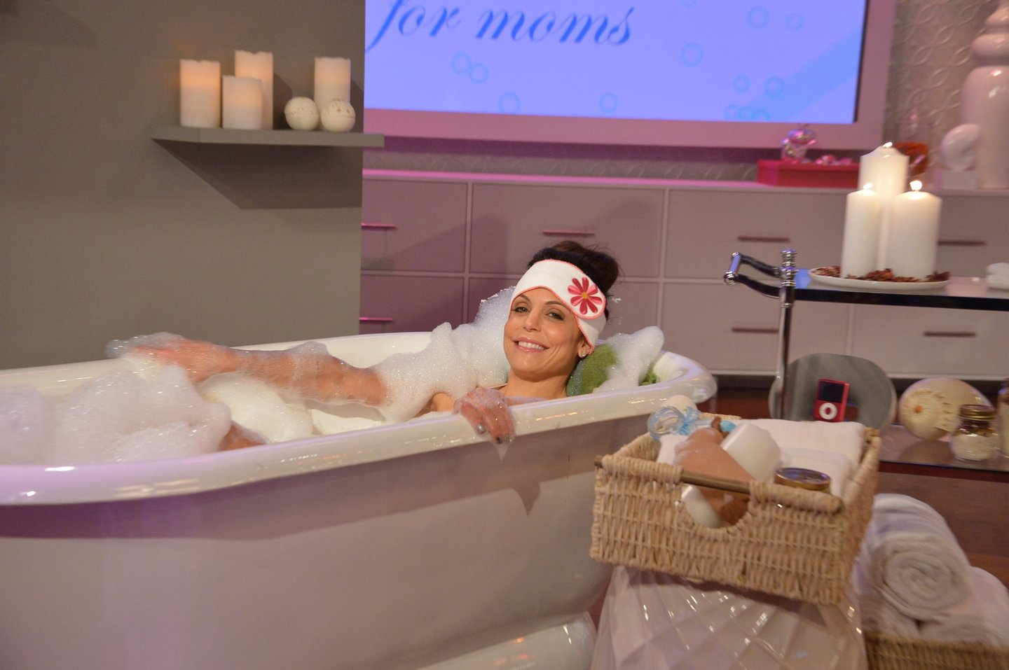"""NEW YORK - JANUARY 13:  Bethenny Frankel hosts Porsha Williams (not pictured) and shares bathtub essentials on """"bethenny"""" at CBS Broadcast Center January 13, 2014 in New York City.  The show will air January 16.  (Photo by Mike Coppola/Getty Images for """"bethenny"""")"""