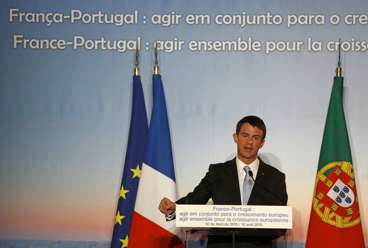 "French Prime Minister Manuel Valls speaks at the bilateral economic conference, ""Act Together for European Growth"" at the Centro Cultural de Belem in Lisbon on April 10, 2015. AFP PHOTO/ JOSE MANUEL RIBEIRO        (Photo credit should read JOSE MANUEL RIBEIRO/AFP/Getty Images)"