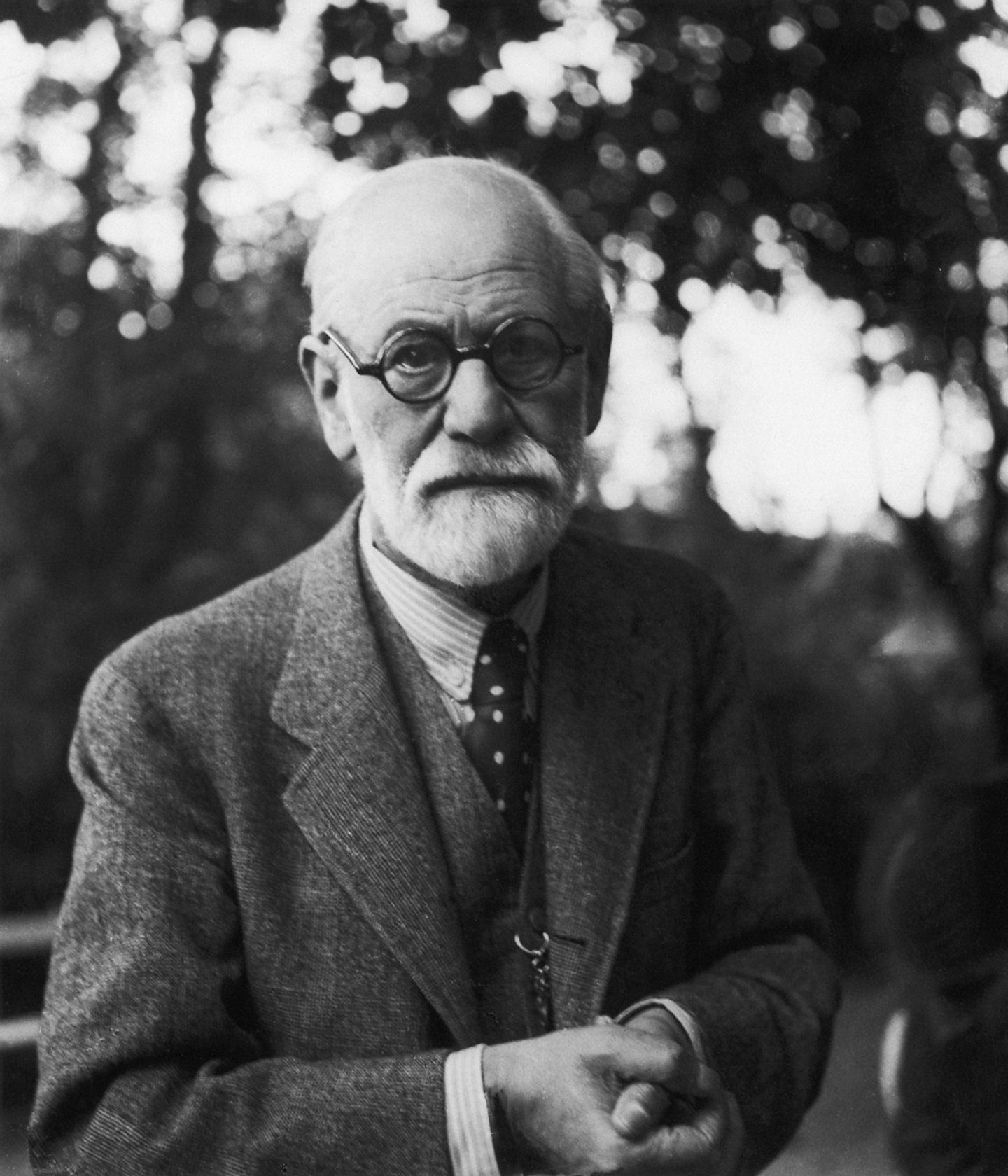 circa 1935:  Sigmund Freud (1856 - 1939) the neurologist and founder of psychoanalysis.  (Photo by Hans Casparius/Hulton Archive/Getty Images)