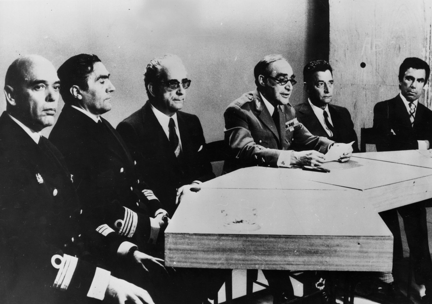 30th April 1974: General Antonio Spinola, centre, chairs a press conference at Lisbon with officers of the junta, after overthrowing the Caetano government. At the table are, from left to right, Captain Antonio Rosa Coutinho, Captain Jose Baptista Puheiro de Azevedo, General Costa Gomes, General Spinola, Brigadier Jaime Silverio Marques and Colonel Carlos Galvao de Melo. (Photo by Keystone/Getty Images)