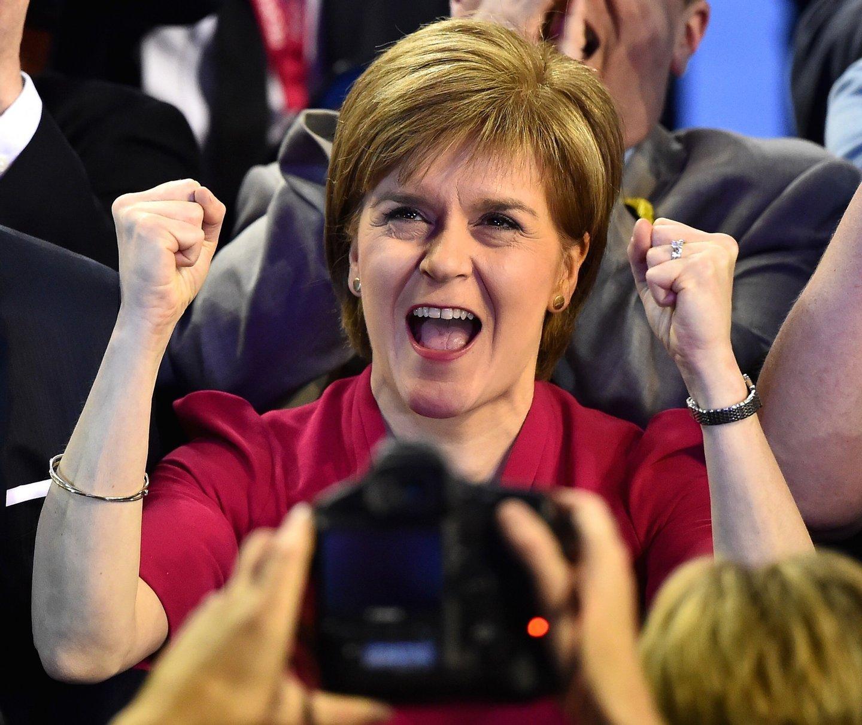 Nicola Sturgeon teve razões para festejar na noite de quinta-feira. (Jeff J Mitchell/Getty Images)