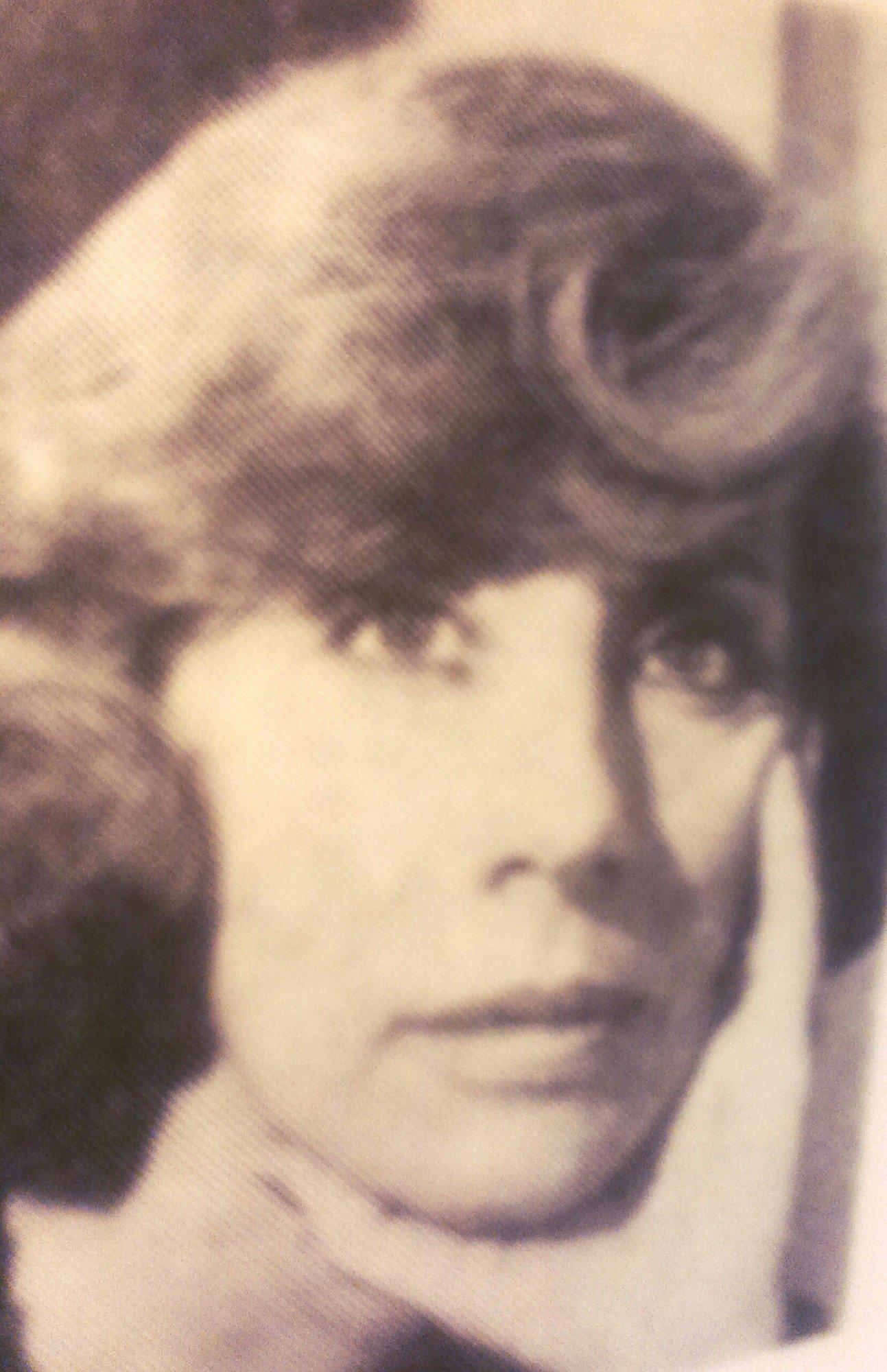 """A escritora nos anos 60, quando publica o romance """"Viver com os Outros"""""""