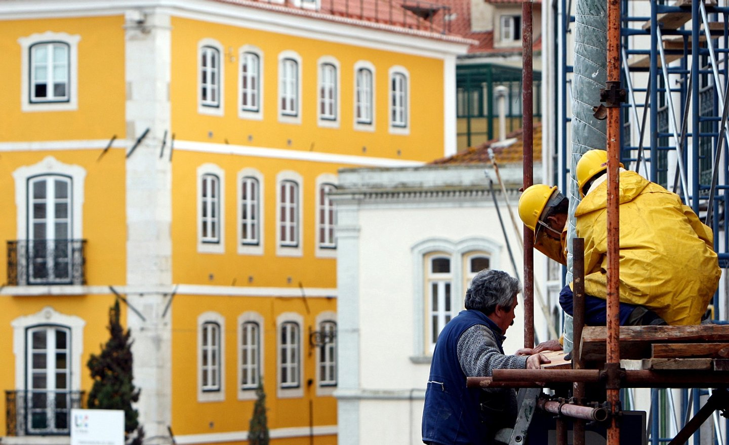 TO GO WITH AFP STORY IN FRENCH BY THOMAS CABRAL ---Construction workers mount a truss on a building in downtown Lisbon on February 4, 2009. Several buildings in Lisbon are undergoing renovations to restore them to their original look. For a long time promised, the makeover of the Baixa quarter, the historical centre of Lisbon which layed deteriorated and empty of inhabitants, is finally becoming a reality thanks to the town hall's renovations in the heart of the Portuguese capital. AFP PHOTO/ JOAO CORTESAO        (Photo credit should read JOAO CORTESAO/AFP/Getty Images)