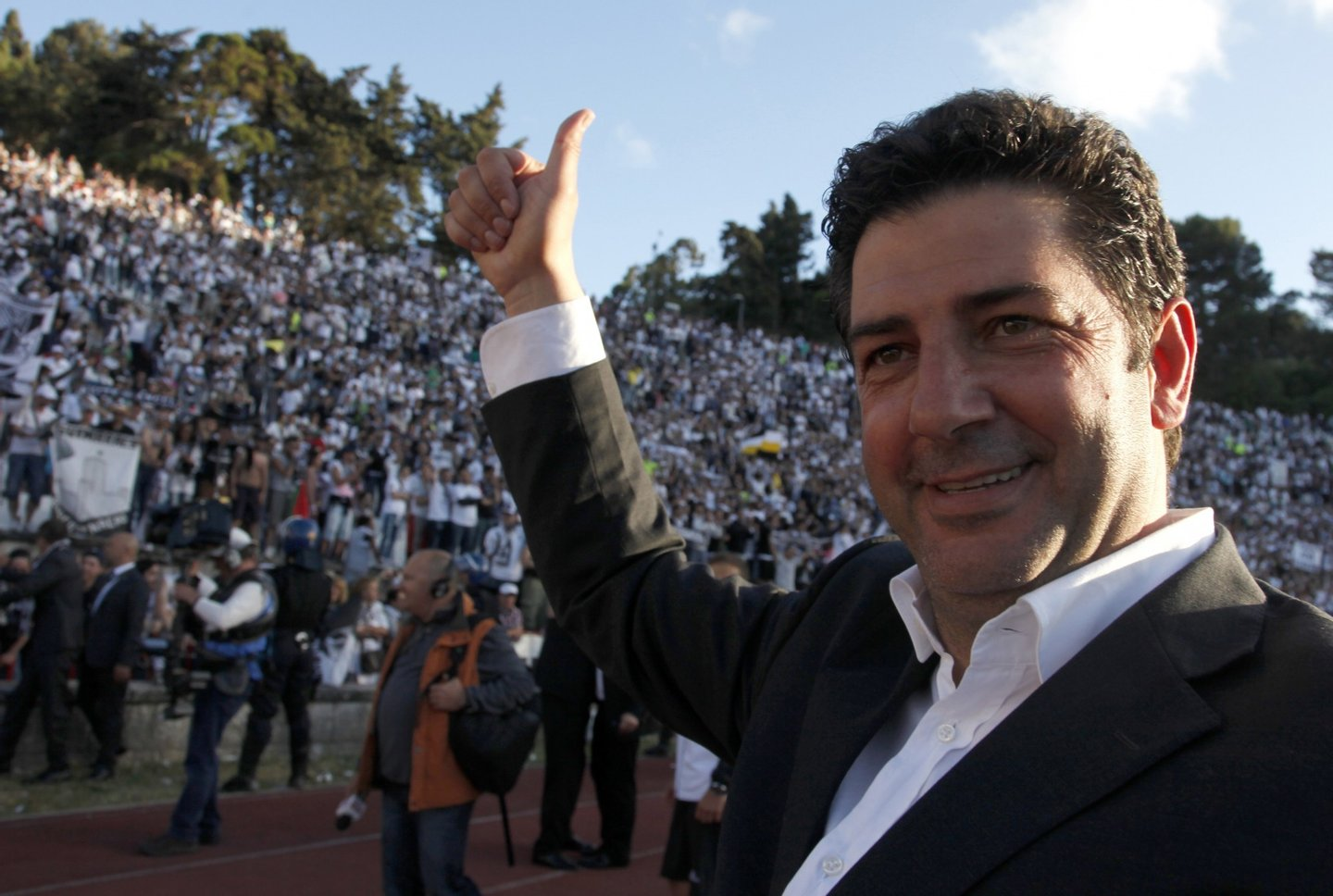 Guimaraes' coach Rui Vitoria celebrates after winning the Portuguese Cup final match SL Benfica vs VSC Guimaraes at the Jamor stadium in Oeiras, outskirts of Lisbon, on May 26, 2013. Guimaraes won the match 2-1.  AFP PHOTO / HENRIQUES DA CUNHA        (Photo credit should read HENRIQUES DA CUNHA/AFP/Getty Images)