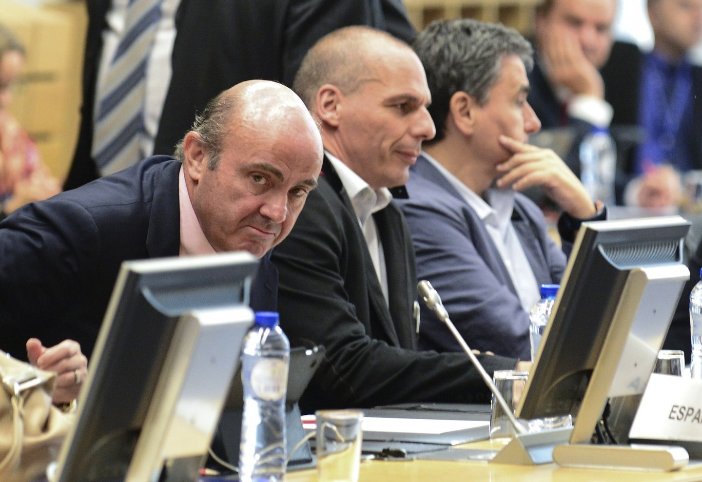 Spanish Economy minister Cristobal Montoro Romero (L) and Greek Finance Minister Yanis Varoufakis (C) attend a Eurogroup Council meeting on June 24, 2015  at the EU Headquarters in Brussels. AFP PHOTO / JOHN THYS        (Photo credit should read JOHN THYS/AFP/Getty Images)