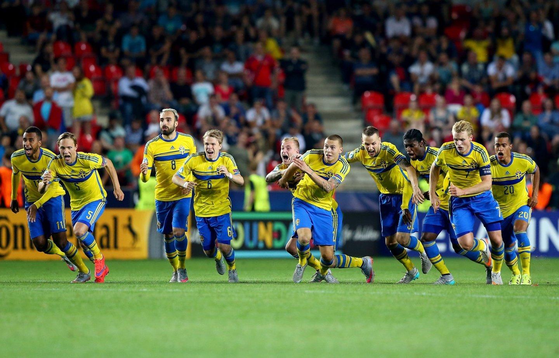PRAGUE, CZECH REPUBLIC - JUNE 30: The team of Sweden celebrates after winning the UEFA European Under-21 final match between Sweden and Portugal at Eden Stadium on June 30, 2015 in Prague, Czech Republic.  (Photo by Martin Rose/Getty Images)