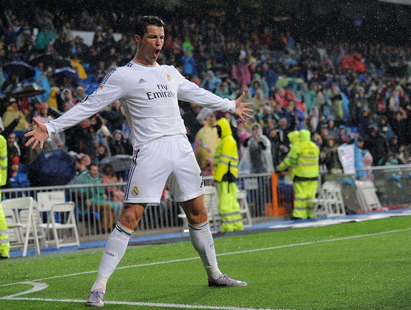 MADRID, SPAIN - MARCH 29:  Cristiano Ronaldo of Real Madrid FC celebrates after scoring his team's opening goal during the La Liga match between Real Madrid CF and Rayo Vallecano de Madrid at Santiago Bernabeu stadium on March 29, 2014 in Madrid, Spain.  (Photo by Denis Doyle/Getty Images)