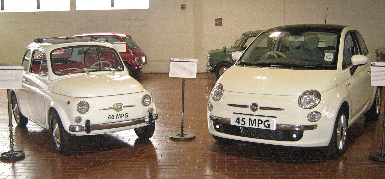 1966_Fiat_Nuova_500F_and_2008_Fiat_500