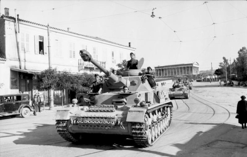Athen, Kolonne von Panzer IV