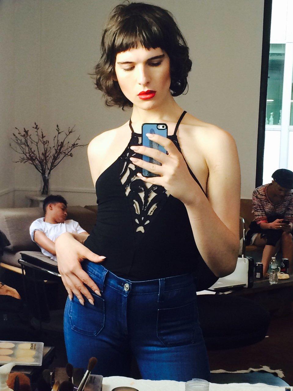 Modelo transgénero Hari Nef, 24 anos