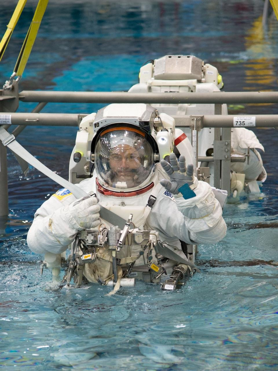 Spacewalk-Training-at-the-Neutral-Buoyancy-Laboratory-051714DB5A8E5136