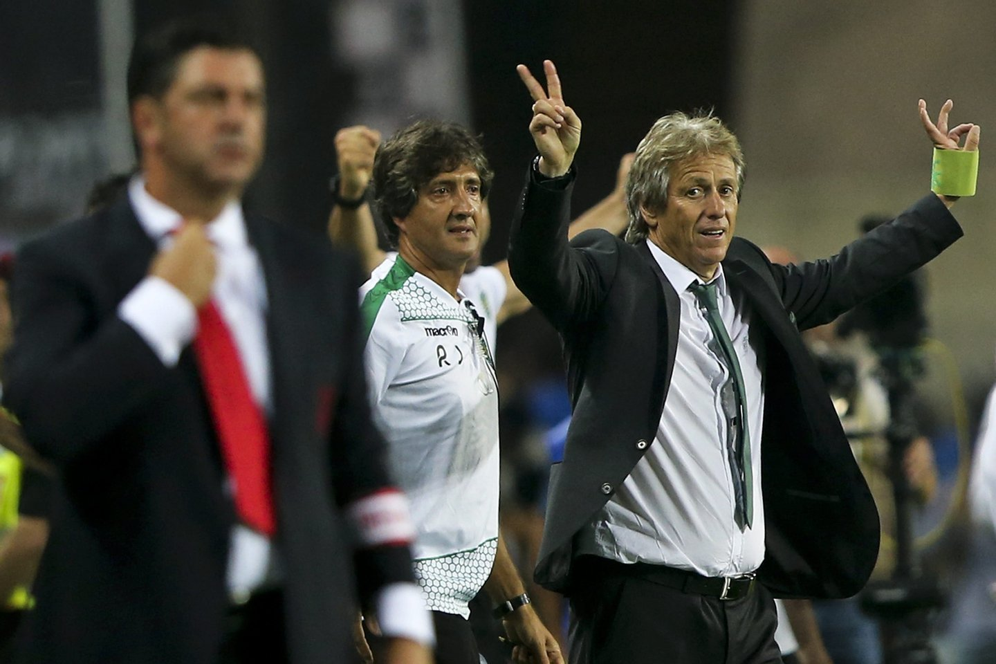 epa04878789 Sporting Clube de Portugal head coach Jorge Jesus reacts after winning the 'Candido de Oliveira' Supercup match against Sport Lisboa e Benfica held at Algarve Stadium in Faro, Portugal, 09 August 2015.  EPA/JOSÉ SENA GOULÃO