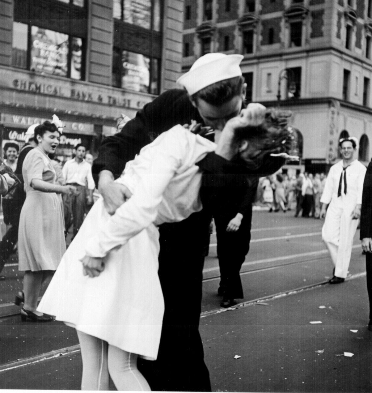 A fotografia original de Alfred Eisenstaedt, em 1945.