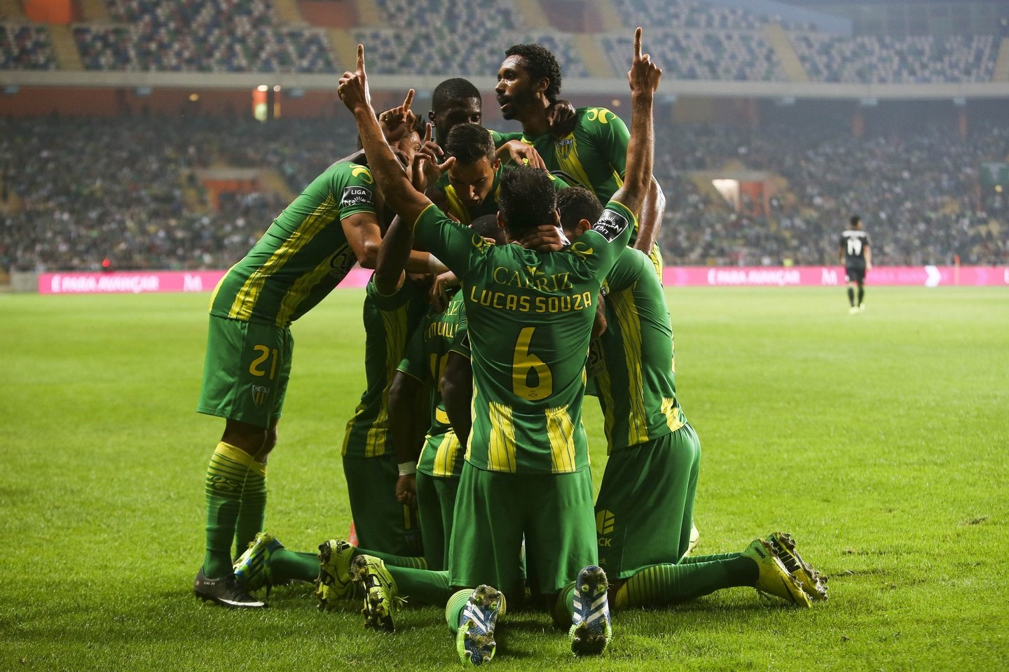 Tondela´s players celebrate after scoring an equalizer against Sporting during their Portuguese First League match held at Aveiro Stadium, Portugal, 14 August 2015. PAULO NOVAIS/LUSA