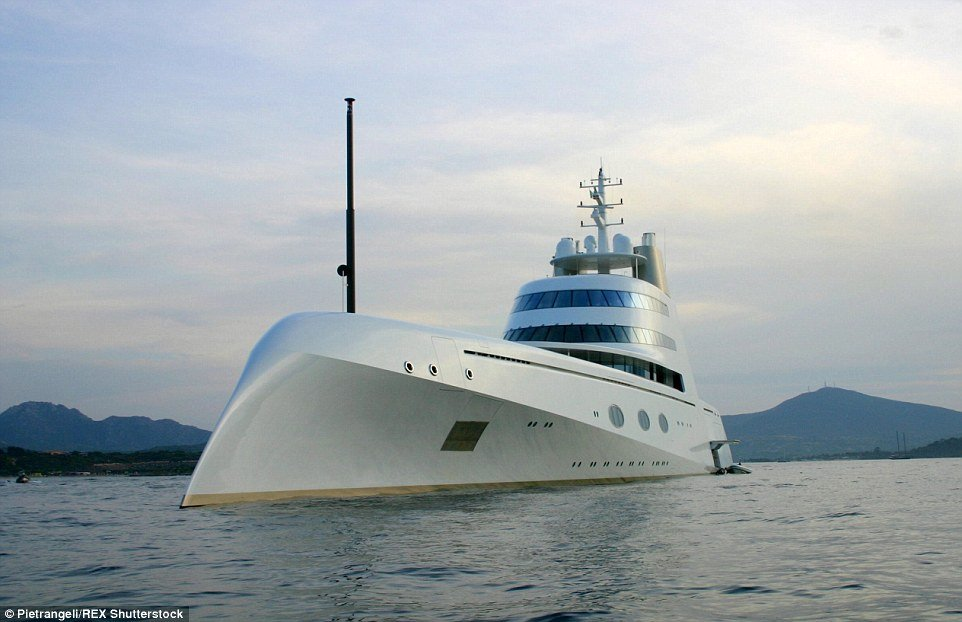 O primeiro iate do multi-milionário russo. Agora tem o maior do mundo