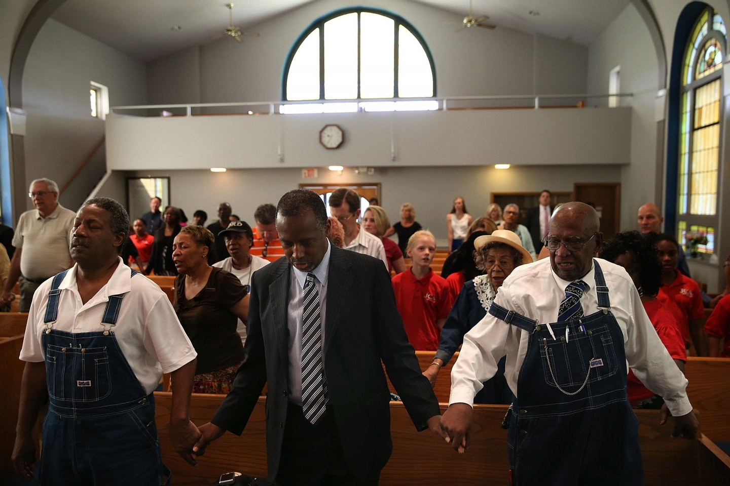 DES MOINES, IA - AUGUST 16: Republican presidential hopeful Ben Carson (C) prays during church services at Maple Street Missionary Baptist Church on August 16, 2015 in Des Moines , Iowa. Ben Carson attended Sunday church services before campaigning at the Iowa State Fair. (Photo by Justin Sullivan/Getty Images)