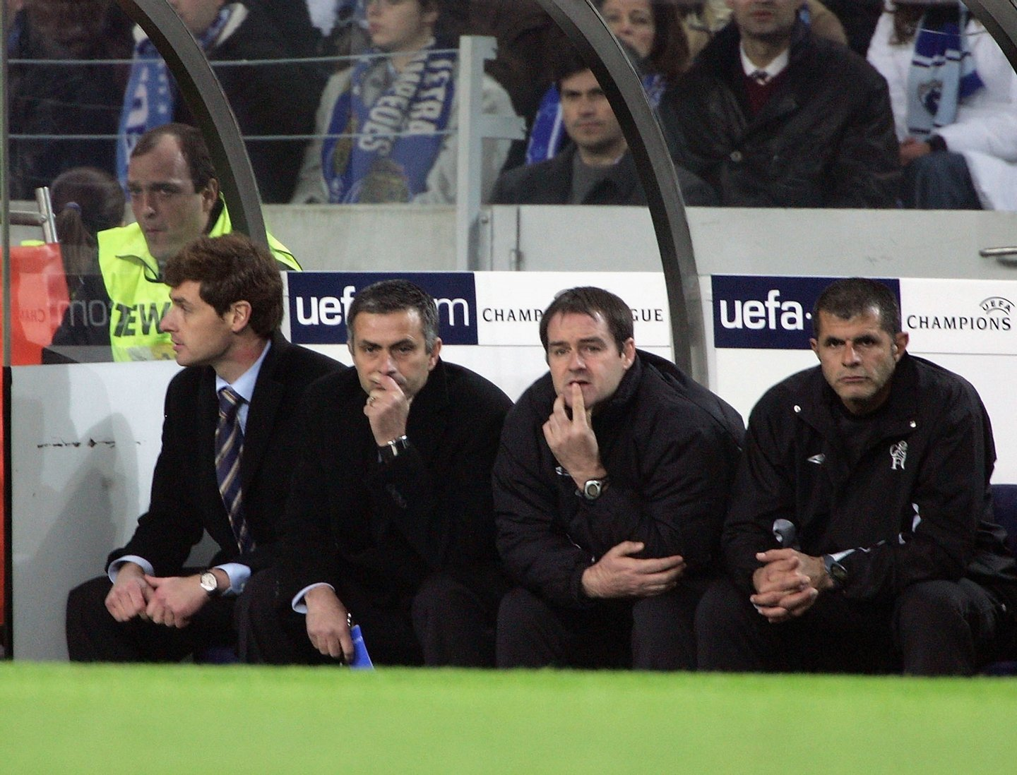 PORTO, PORTUGAL - DECEMBER 7: Jose Mourinho Manager of Chelsea during the Champions League Group H match between FC Porto and Chelsea at the Estadio Do Dragao on December 7, 2004 in Porto, Portugal. (Photo by Phil Cole/Getty Images)