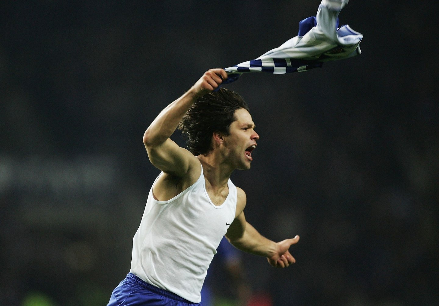 PORTO, PORTUGAL - DECEMBER 7: Diego of FC Porto celebrates scoring their first goal during the Champions League Group H match against FC Porto and Chelsea at the Estadio Do Dragao on December 7, 2004 in Porto, Portugal. (Photo by Christopher Lee/Getty Images)