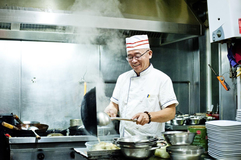 Lisboa , 01/11/2014 - Restaurante Mr. Lu, Lu é um chef que ganhou vários prémios de gastronomia na China, emigrou para Portugal, lavou pratos, juntou dinheiro e finalmente abriu um restaurante seu, com comida tradicional da sua região na China. (Gonçalo Villaverde / Global Imagens)