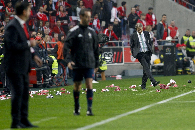 Lisboa, 25/10/2015 - O Sport Lisboa e Benfica recebeu esta tarde o Sporting CP no Estádio da Luz em jogo a contar para a 8º jornada da I Liga 2015/2016. Jorge Jesus (Filipe Amorim/Global Imagens)