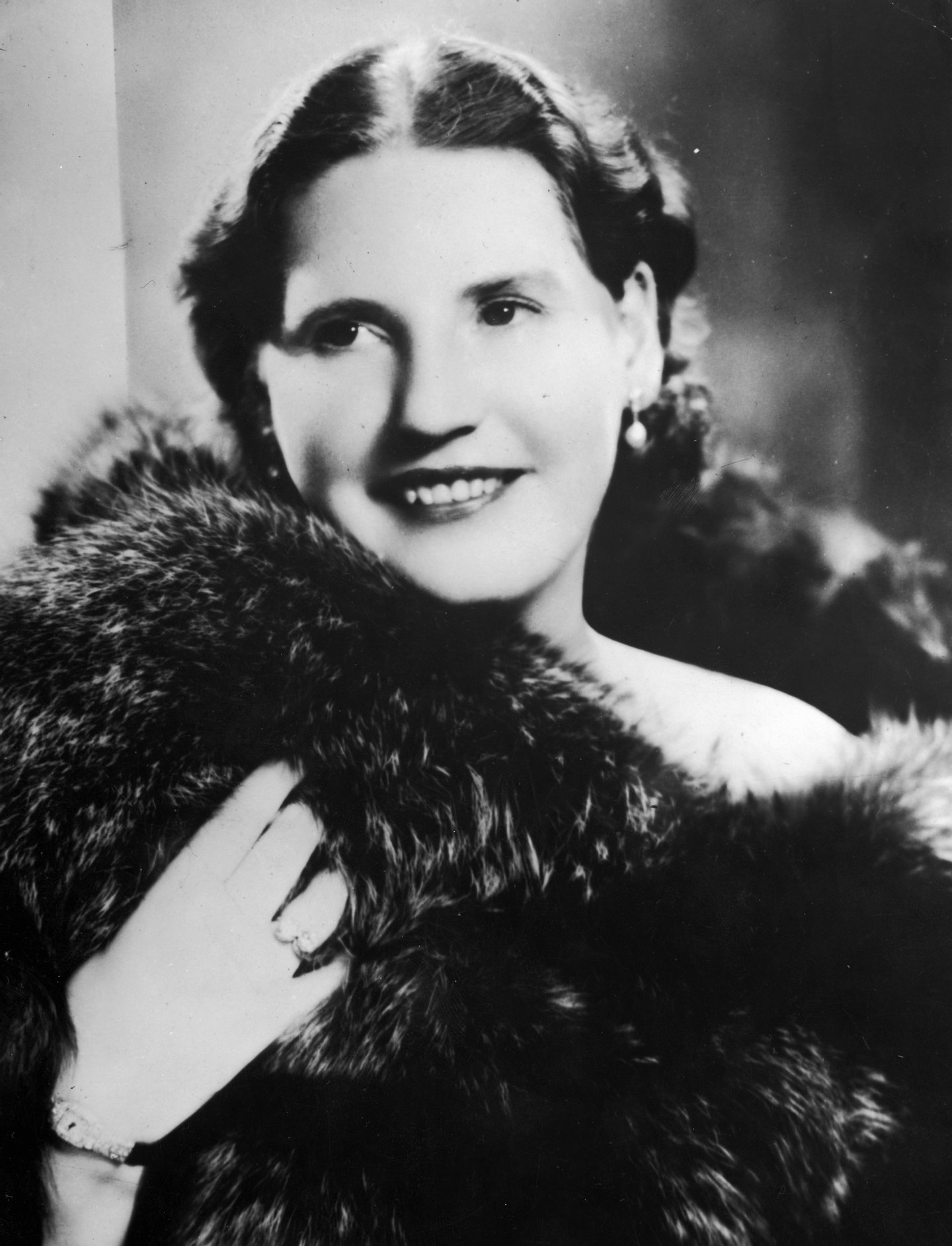 circa 1935: Norwegian soprano Kirsten Flagstad (1895 - 1962), famous for her Wagnerian roles and interpretation of the songs of Grieg. (Photo by General Photographic Agency/Getty Images)
