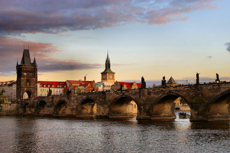 ponte carlos (praga) - wikimedia commons