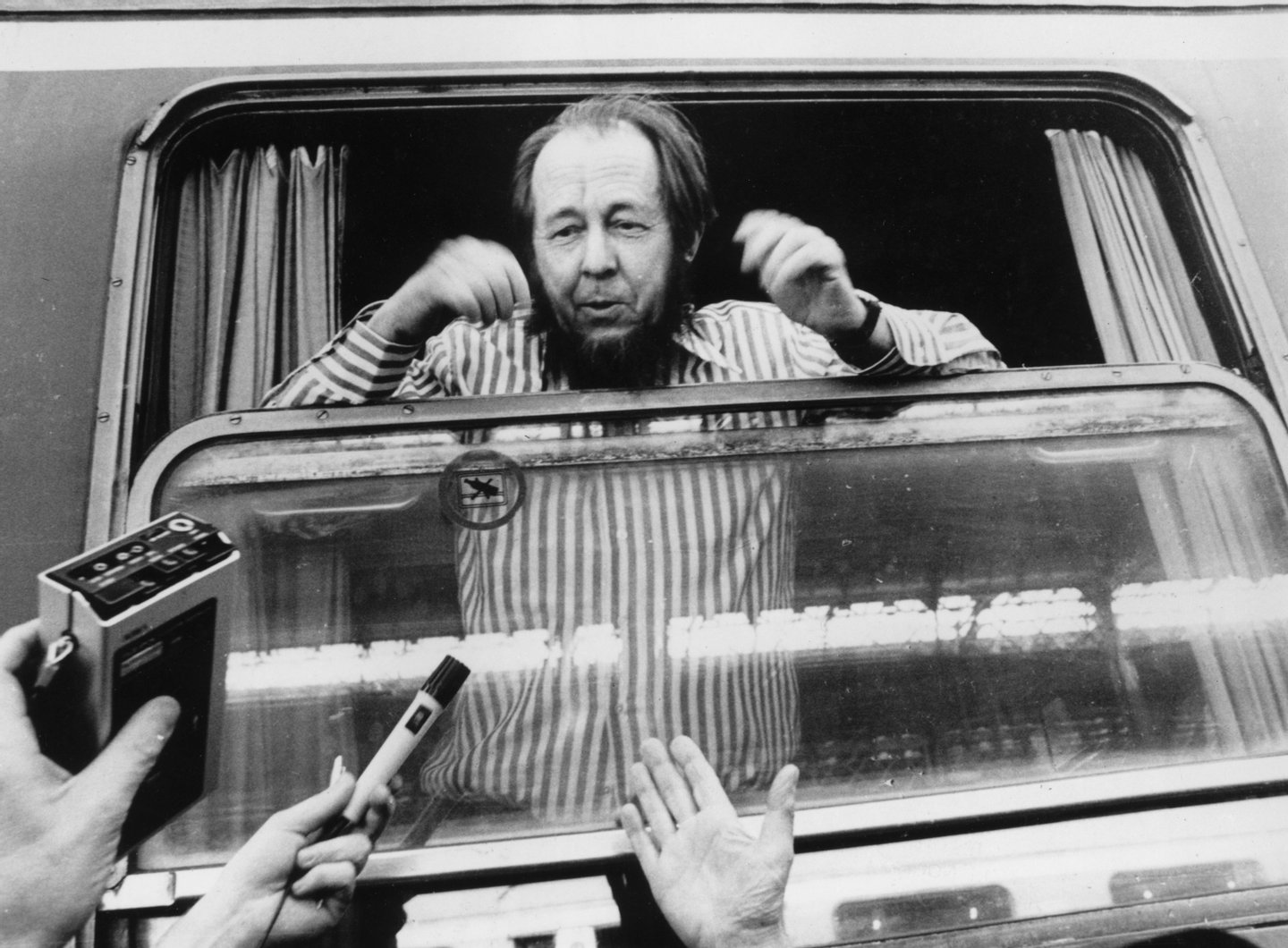 Russian writer and Nobel laureate Alexander Solzhenitsyn is mobbed by journalists on his arrival in Zurich after being deprived of his Soviet citizenship following the publication of 'The Gulag Archipelago'. (Photo by Keystone/Getty Images)