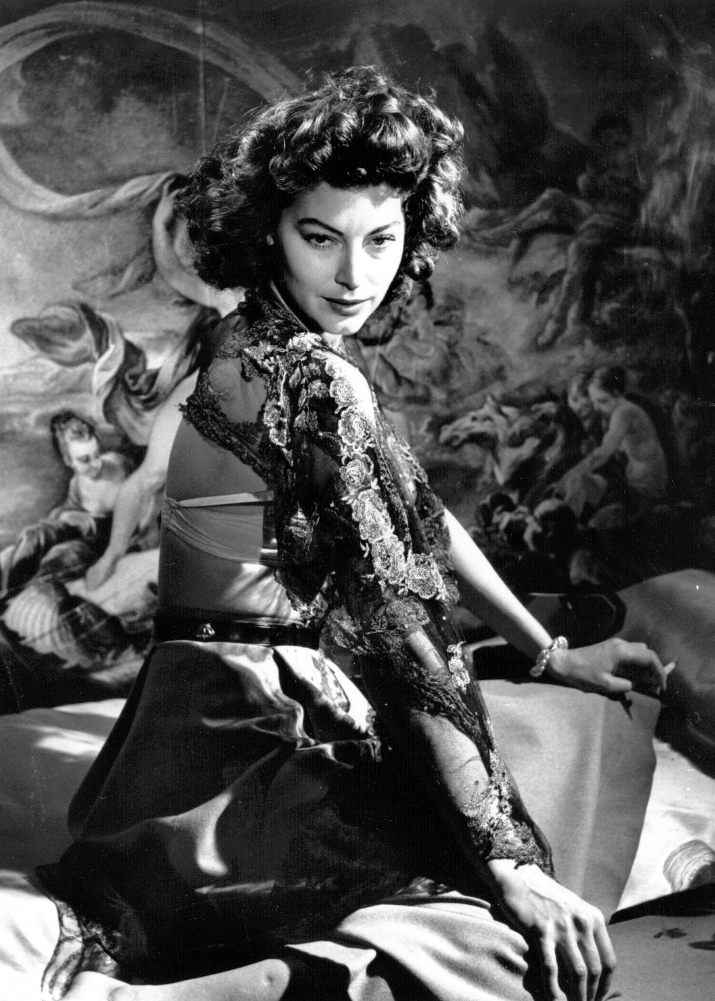 1950: Sensuous Hollywood star Ava Gardner (1922-1990) poses in front of a painted backdrop. She appeared in such films as 'The Killers' (1946) and 'The Barefoot Contessa' (1954) and retired to London in the 1980's. (Photo by Baron/Getty Images)