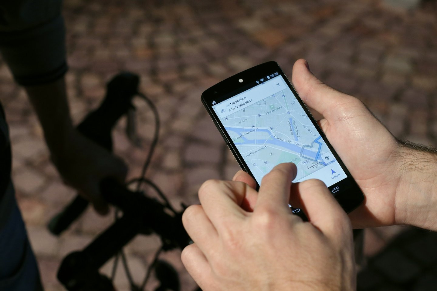 A man uses a GPS app on a smartphone during a Google promotion event at the City of Fashion and Design (Cite de la mode et du design) in Paris on November 4, 2014. AFP PHOTO / THOMAS SAMSON (Photo credit should read THOMAS SAMSON/AFP/Getty Images)