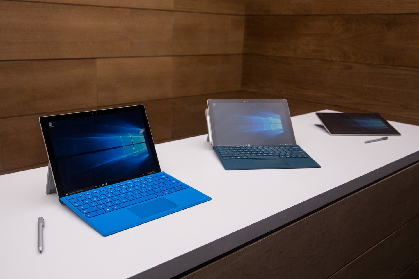 NEW YORK, NY - OCTOBER 06: New Microsoft Surface Pro 4s sit on display at a media event for new Microsoft products on October 6, 2015 in New York City. Microsoft also unveiled a virtual reality gaming head set titled the HoloLens, a laptop titled the Surface Book and a phone titled the Lumia 950. (Photo by Andrew Burton/Getty Images)