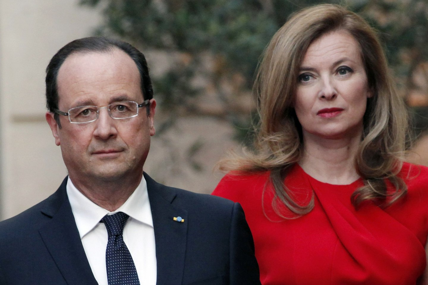 French President Francois Hollande and his companion Valerie Trierweiler arrive for a state dinner at the Elysee presidential palace in Paris on May 7, 2013, as part of Poland's president two-day visit to France. AFP PHOTO / POOL / Thibault Camus (Photo credit should read THIBAULT CAMUS/AFP/Getty Images)
