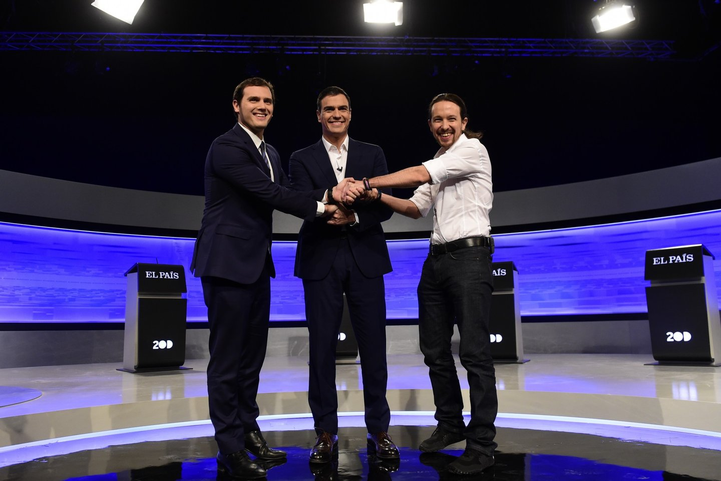 Leader of Spanish Socialist Party (PSOE) Pedro Sanchez (C), leader of left wing party Podemos Pablo Iglesias (R) and center-right party Ciudadanos leader Albert Rivera (L) pose hands in hands before a debate organized by Spanish newspaper El Pais at the F4 Studios at Boadilla del Monte, near Madrid ahead of the Spanish general elections held on December 20, on November 30, 2015. AFP PHOTO/ JAVIER SORIANO / AFP / JAVIER SORIANO (Photo credit should read JAVIER SORIANO/AFP/Getty Images)