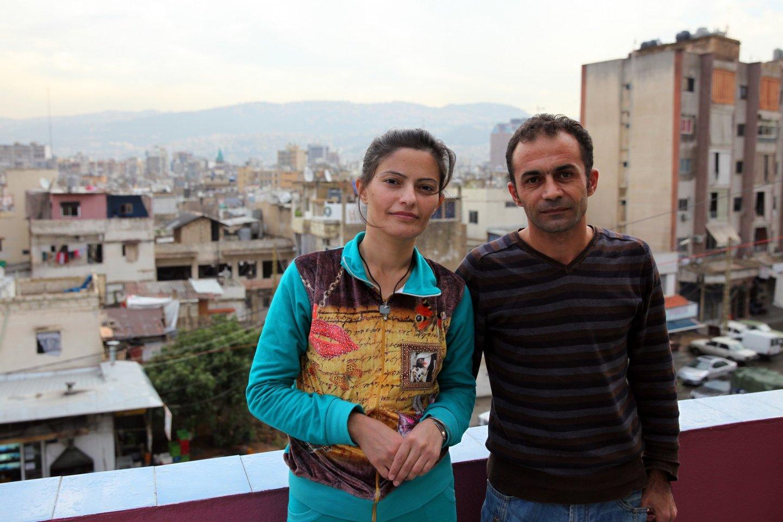 Fayza Otmar (E) e o marido Crahim Kralil, que residem nos altos da alfaiataria onde trabalha Crahim, em Beirute.(16 de novembro de 2015) NUNO VEIGA/LUSA