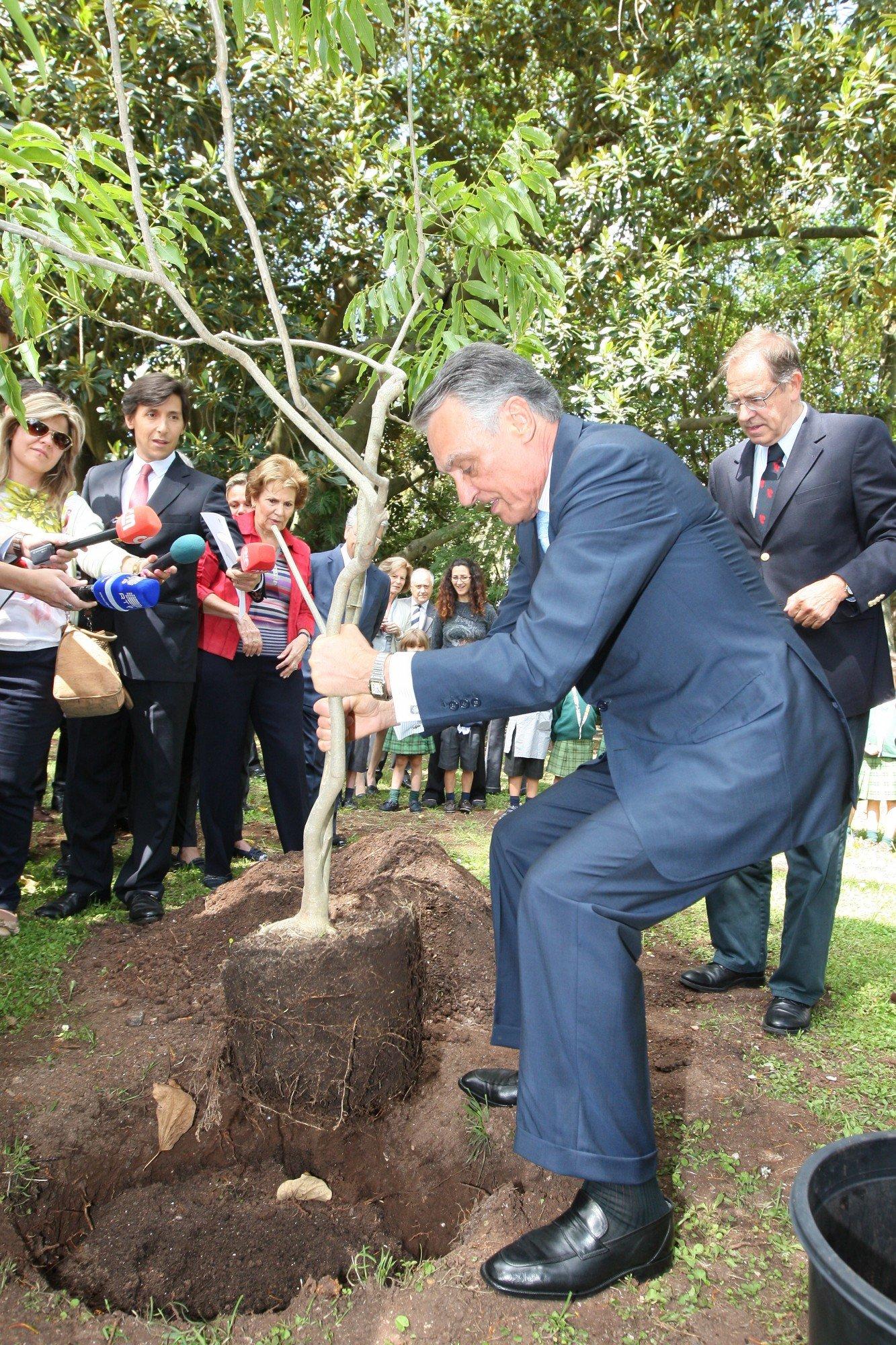 cavaco Silva visita Jardim Botânico Tropical