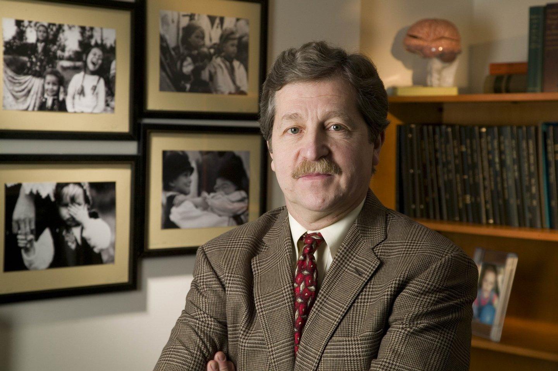 Charles Nelson é professor na Universidade de Harvard